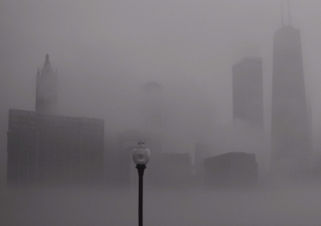 Chicago-Illinois-USA-skyline-fog.jpg